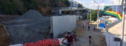 Развернули к морю и открыли проход: как сейчас выглядит строящаяся эстакада на Трассе здоровья