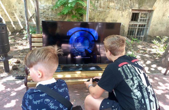Геймеры Одессы пришли на фестиваль компьютерных игр в Летний театр