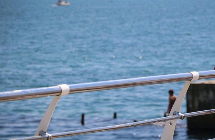 Президент проинспектировал море на одесском пляже (видео)