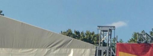 Троллинг по-одесски: дрон сбросил фаллоимитатор на сцену кандидата в депутаты