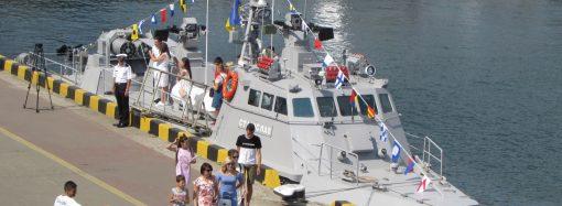 Украинские катер и американский эсминец провели совместную тренировку в Черном море (видео)