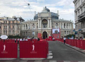 Названы победители юбилейного ОМКФ: впервые Гран-при получили сразу два фильма