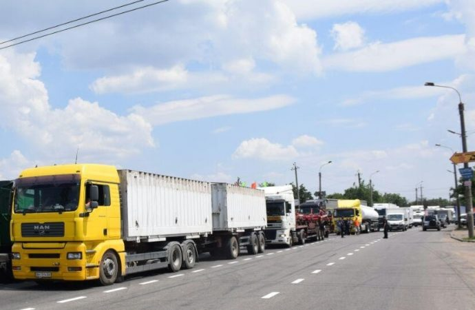 Потоки грузового транспорта в порт хотят перевести с Хуторской на Балтскую дорогу