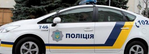 Одесские патрульные не оставили в беде женщину с больной ногой