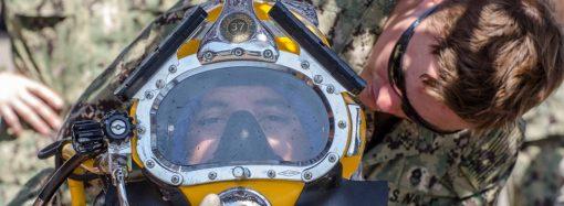 Учения «Си-Бриз»: военные водолозы «разминировали» корабль