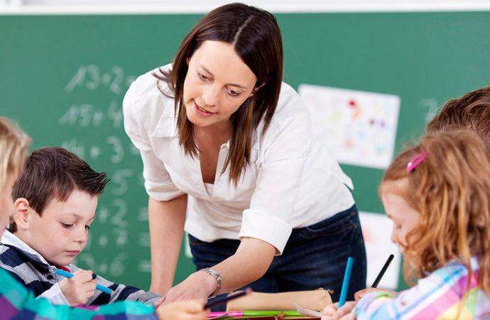 Зарплаты учителей в Украине вырастут на треть