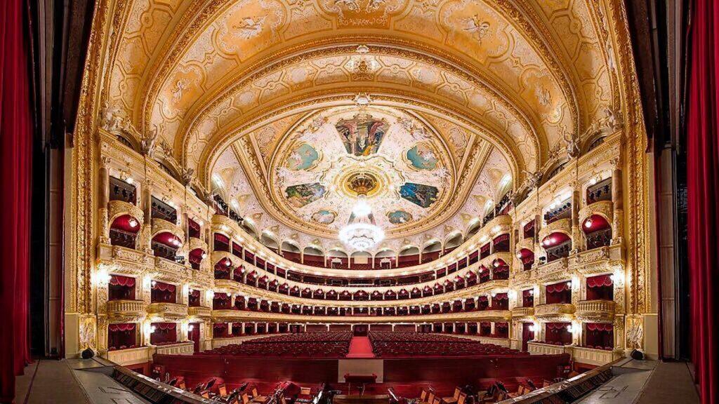 Одесский оперный театр приглашает на «Бархатный сезон» - Одесская ...