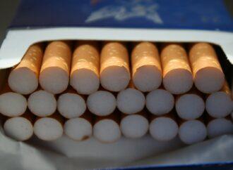 В Одесі біля залізничного вокзалу у автомобілі виявили контрабандну партію цигарок