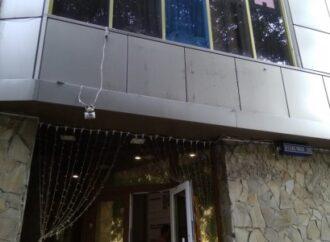 В Одессе сняли вывеску с отеля задержанного после пожара бизнесмена