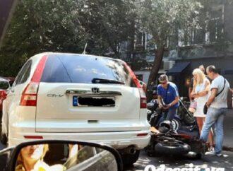 """В Одессе после столкновения с """"Хондой"""" пострадал мотоциклист"""