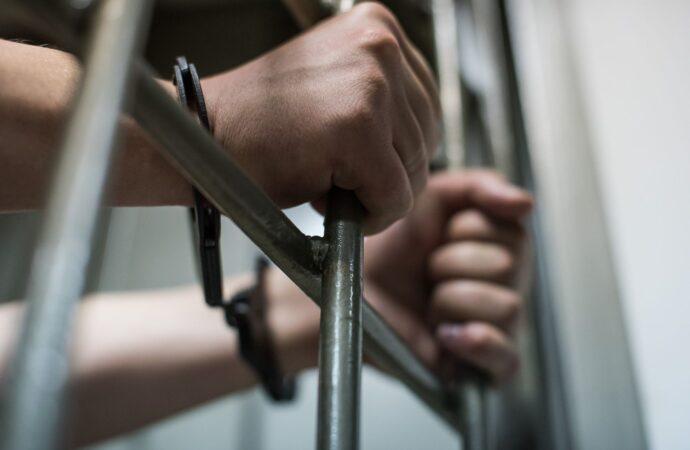 Зірвав ланцюжок і втік: на Одещині неповнолітній хлопець пограбував відпочивальника