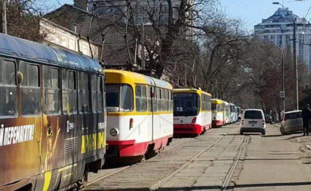 В Одессе женщина остановила четыре трамвая