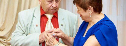 Спустя полвека: в Одессе супружеская пара поженилась второй раз (фото)