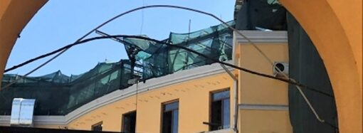 За спиной у Дюка: что происходит с историческим полуциркульным зданием в Одессе