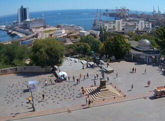 121 капкан: біля пам'ятника Дюку встановили інсталяцію про українських політв'язнів в Росії