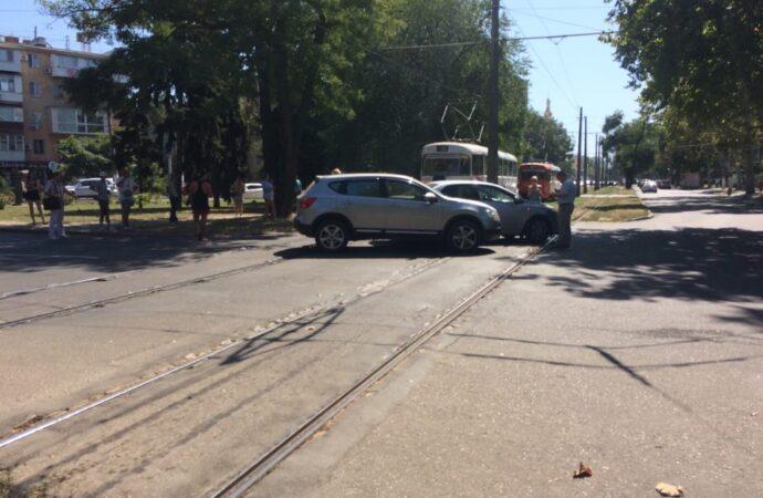 ДТП на Фонтанской дороге дороге заблокировало движение трамваев
