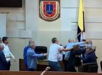Драка в Одесском облсовете – не могут выбрать нового председателя