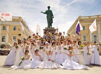 На фестивале в Одессе желающих поженят на Приморском бульваре