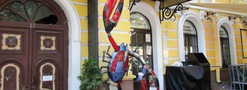 В центре Одессы поселился Рак-гигант №2