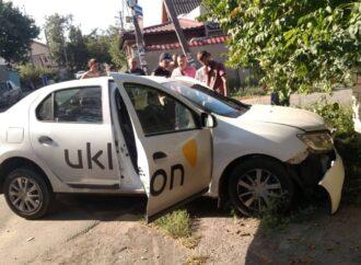 В Одессе такси попало в аварию: водитель угодил в больницу