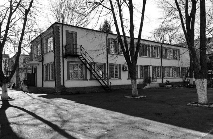 Остался без присмотра: в Одесской реабилитационном центре ребенок упал с высоты и получил переломы