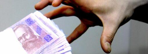"""В Одесі працівників """"Укрзалізниці"""" викрили на хабарі розміром у 200 тис грн"""