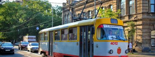Пасажирів у Одесі здивували фотовиставкою до Дня прапора в трамваї