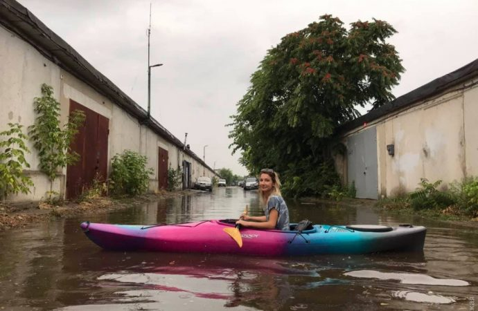 Одесситы катались на каяках по затопленным улицам
