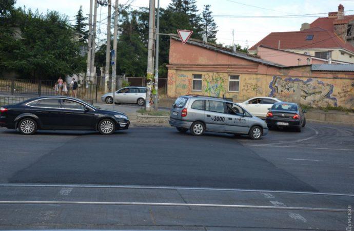 Новые «лежачие полицейские» на Фонтане портят одесским водителям ходовую и радуют пешеходов