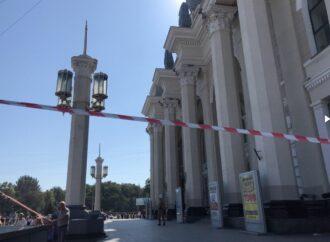 Минирование: в Одессе эвакуируют людей с ж/д вокзала