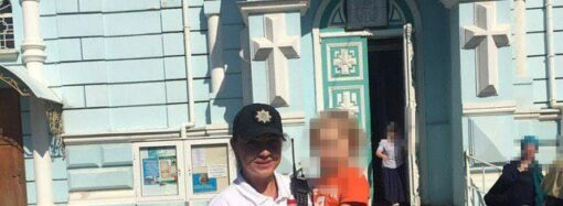 В Одессе двухлетний малыш сам разгуливал по кладбищу