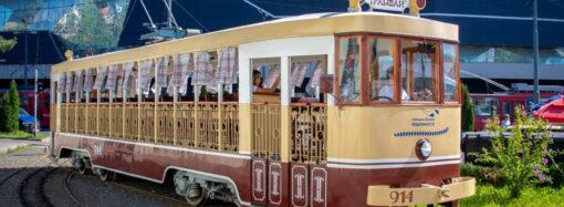 Вишиванковий фестиваль: Одесою у тестовому режимі проїхався трамвай з бандуристами