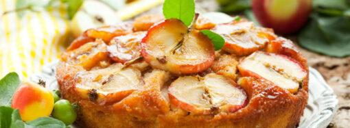 Отмечаем Яблочный Спас: простой рецепт шарлотки с яблоками