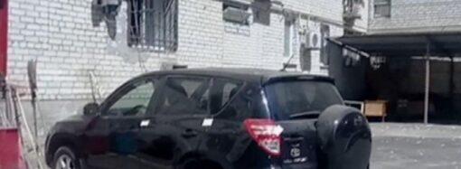 В Одессе воры обчистили квартиру женщины и увезли награбленное на ее авто
