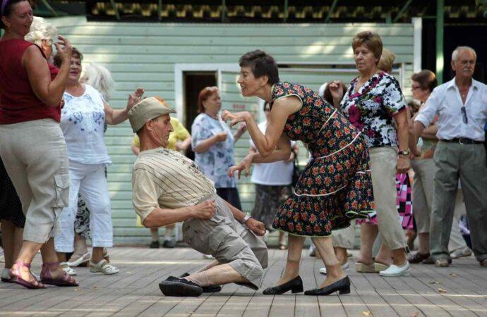 Дискотека «для тех, кому за…»: где в Одессе потанцевать людям солидного возраста