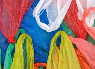 У Верховній Раді хочуть заборонити деякі види пластикових пакетів