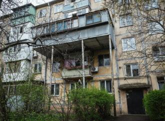 Ни денег, ни балкона: одесситку заставили разрушить самострой и заплатить за него