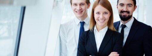 Закон про перезавантаження влади: держслужбовцям запровадять контракти
