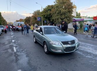 В Одессе автомобилист сбил участника митинга и наехал на оперативника