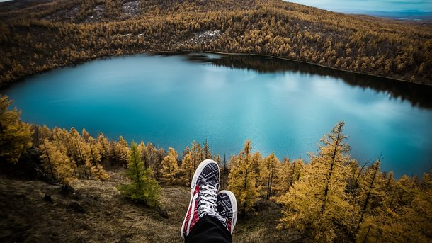 Уникальные озера, таинственные скалы и волшебный водопад: где найти малоизвестные места Украины