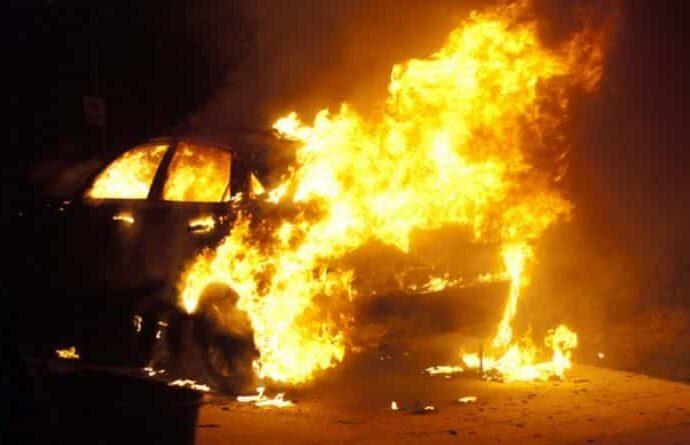 "У одесского ""Привоза"" дотла сгорела машина (видео)"