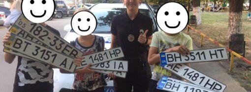 В Одесі пильні школярі знайшли 7 пар номерних знаків