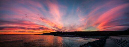 Малиновый закат: одесситы засняли уникальное природное явление (фото, видео)