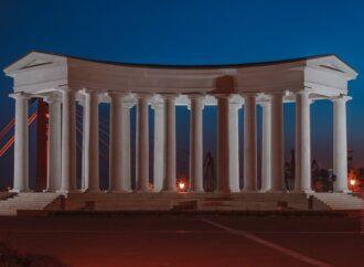 Одеський фотограф показав дивовижні знімки світанку на Воронцовській колонаді (фото)
