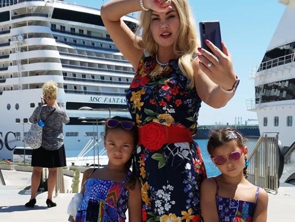 Звезда шоу-биза Камалия отметила в Одессе день рождения дочерей
