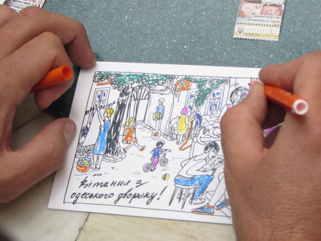 Некоторые решили отправить адресатам разрисованную своими руками открытку