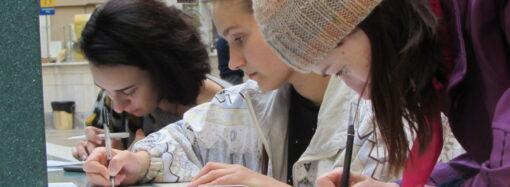 На почте в Одессе массово писали письма, чтобы пригласить гостей на фестиваль (фото)