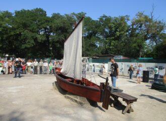 Архаичные корабли, древние якоря и шаланда: что показывают в одесском парке Шевченко