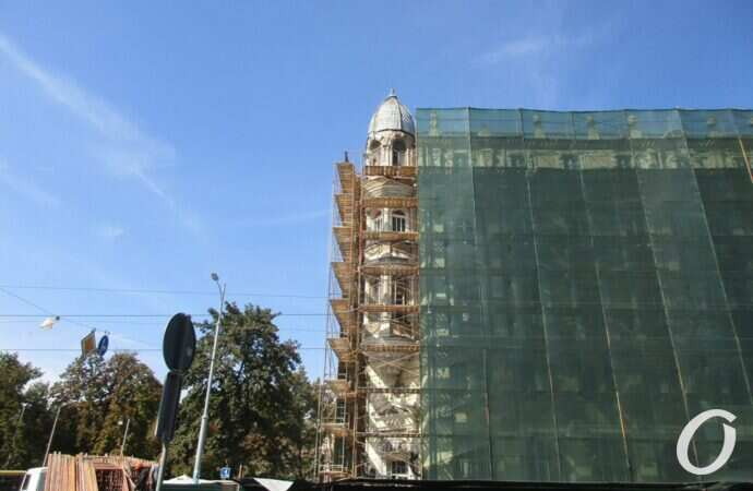 Реставрация Дома Либмана: здание укрыли строительной сеткой, а проход на Садовую закрыли