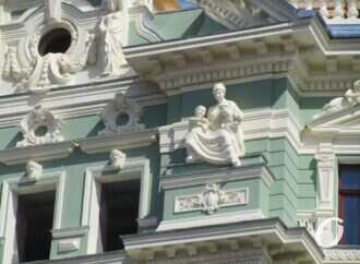 Реставрация дома Руссова: можно полюбоваться еще одной частью обновленного фасада